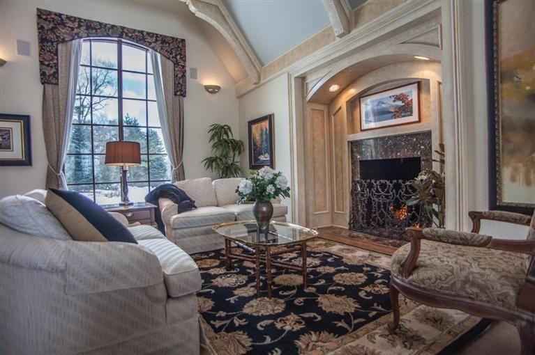 11223 North Ridge Rd Living Room