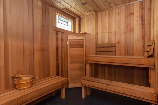 1044 Olivia Ave - Large Sauna