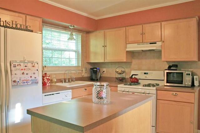 15459 Brookside Dr. - Kitchen