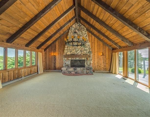 490 Island Dr - Fireplace