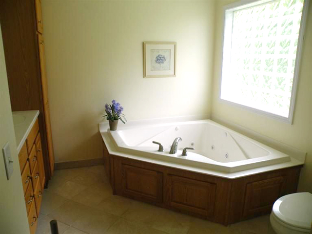 14100 Sharon Hollow Rd -  Bathroom