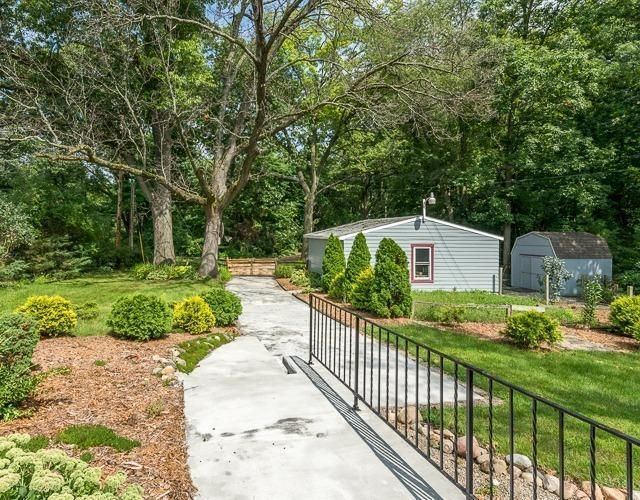 310 Island Lake Road - Yard