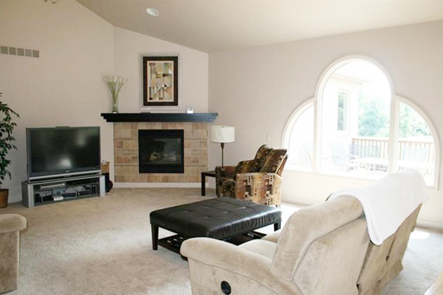 8376 Reese Ln - Living Room