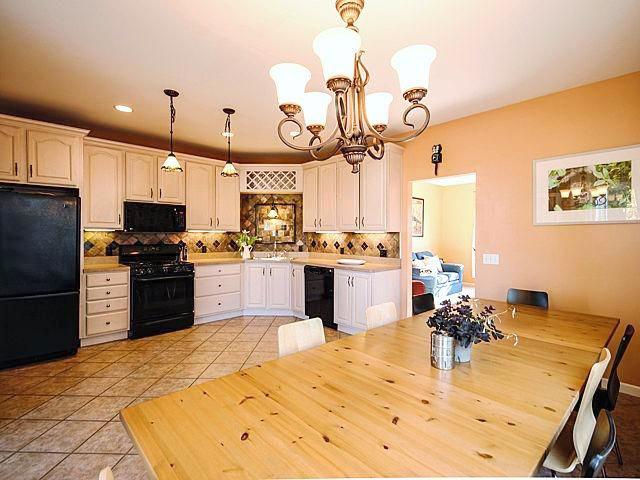 3842 Lake Pointe Lane - Kitchen