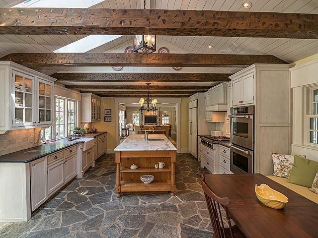 540 Rock Creek Drive - Kitchen