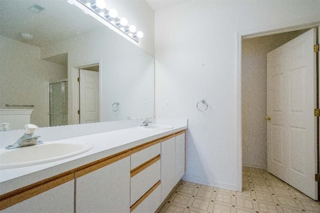 1468 Fox Pointe - Bathroom