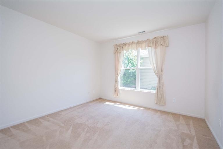 1468 Fox Pointe - Bedroom