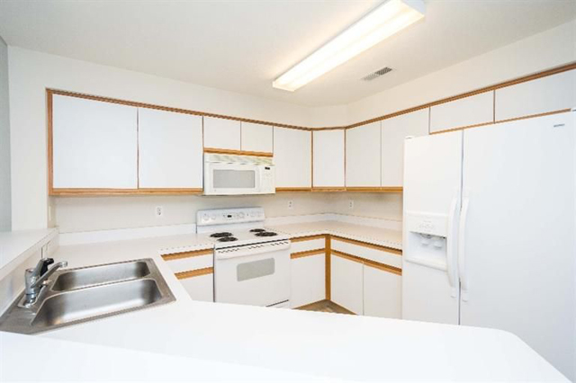 1468 Fox Pointe - Kitchen