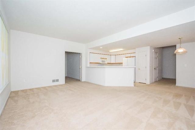 1468 Fox Pointe - Living Room