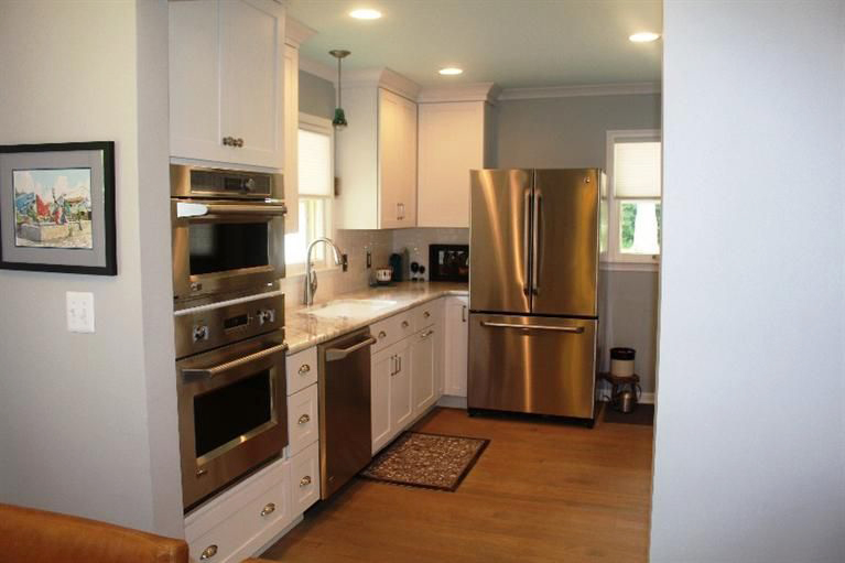 1514 Creal Crescent - Kitchen