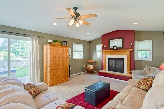 5713 Winslow Court - Living Room